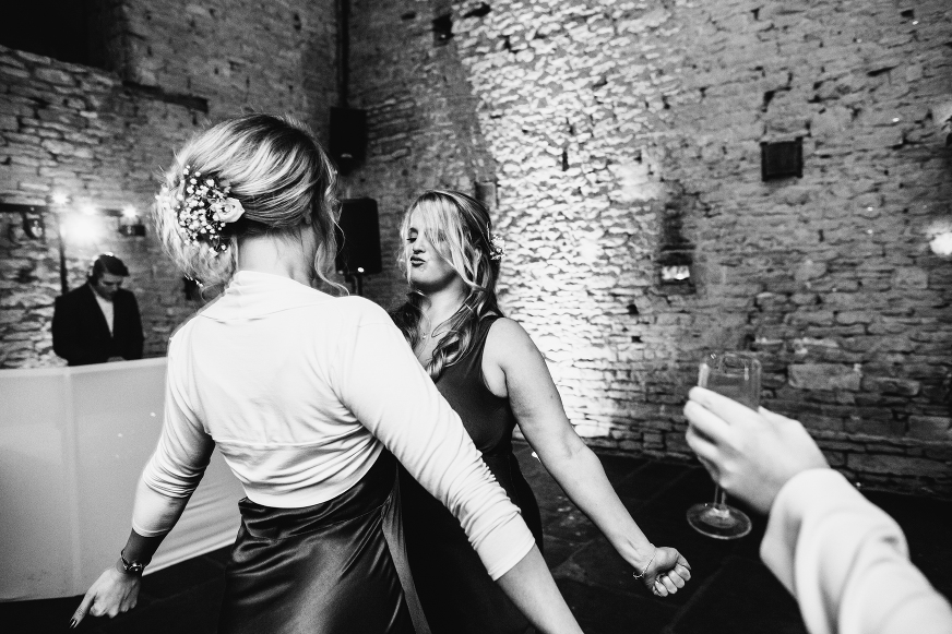CRIPPS BARN COTSWOLDS WEDDING PHOTOGRAPHY LUCY LITTLE